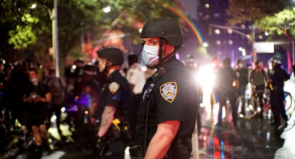 媒体:美国明尼阿波利斯市将为弗洛伊德死亡抗议背景下离职的警察发放3500万美元补偿金