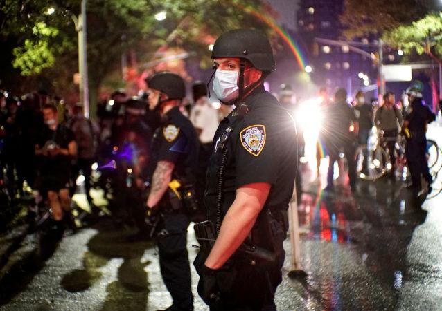 媒體:美國明尼阿波利斯市將為弗洛伊德死亡抗議背景下離職的警察發放3500萬美元補償金