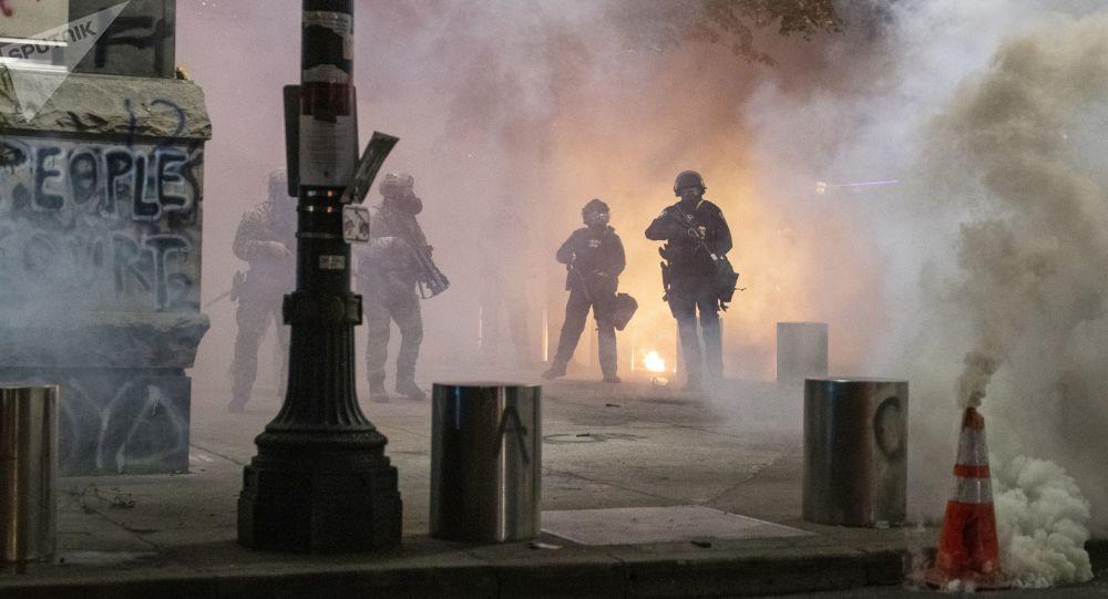 美国波特兰约20人在焚烧警察协会办公楼后被拘捕