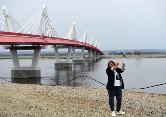 俄布拉戈維申斯克-中國黑河大橋的收費站將於5月21日投入運營