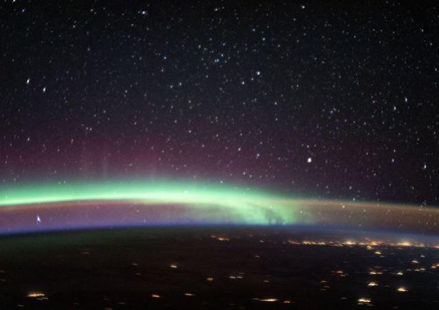 天空中同時出現兩種大氣現象
