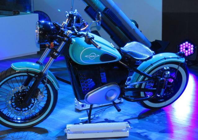 """""""伊兹-49"""" 新型电动摩托车"""