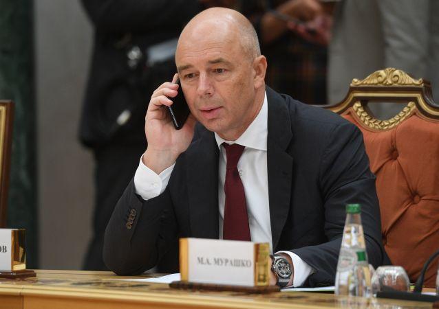 俄联邦委员会主席马特维延科表示,俄财长西卢阿诺夫目前在自我隔离