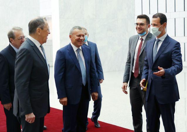 俄羅斯外長拉夫羅夫(左邊)在敘利亞