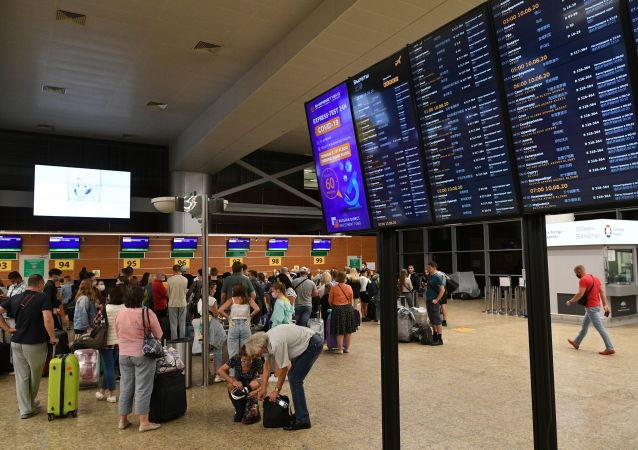 俄專家:莫斯科新冠病例上升與檢測次數增多以及國外休假人員回國有關