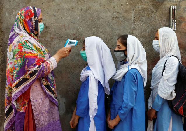 巴基斯坦人口最稠密的省份將凍結未接種者的手機卡