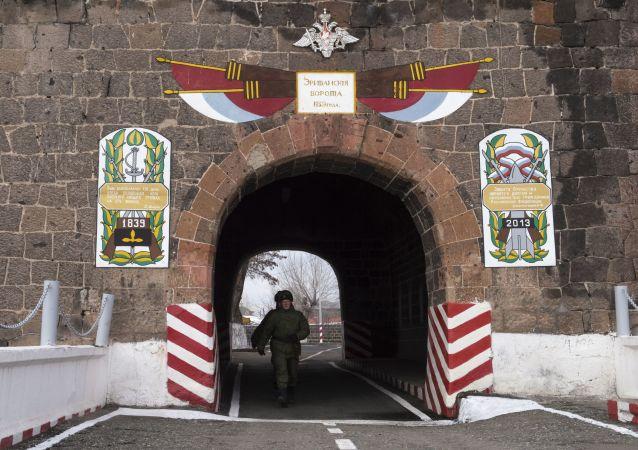 亞美尼亞總理稱俄軍事基地是其安全體系不可分割的一部分