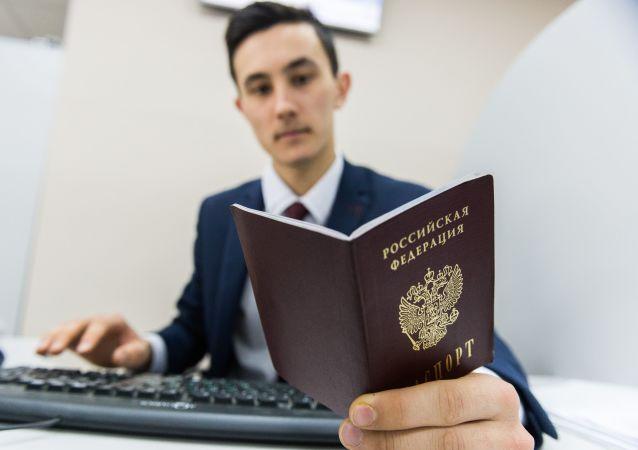 俄罗斯简化外国人入籍规定