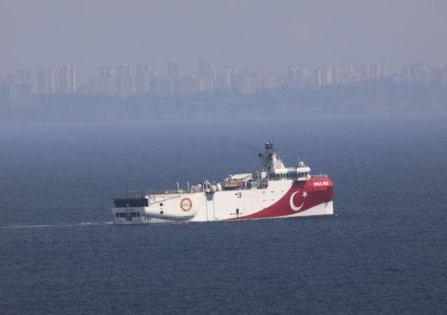 """土耳其""""奥鲁奇∙雷斯""""(Oruc Reis)号勘探船"""