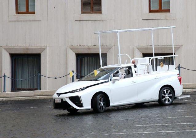 罗马教皇改乘丰田氢动力汽车
