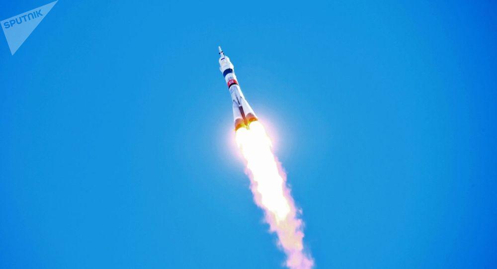 """专家估计两名日本游客为乘俄罗斯""""联盟""""号飞船支付八千万美元"""