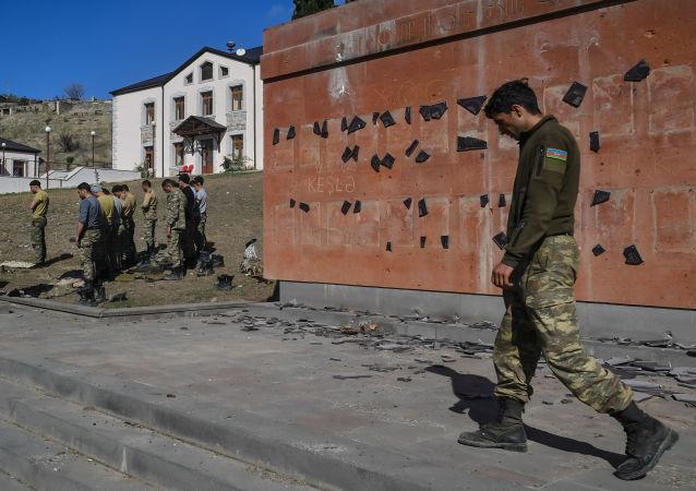 阿塞拜疆国防部称27日夜间各方向战事持续