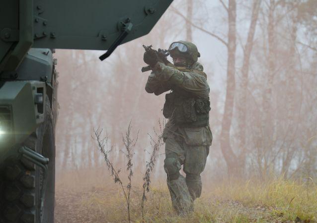 俄罗斯将其在与阿富汗边界上演习中的军人数量增至1800人