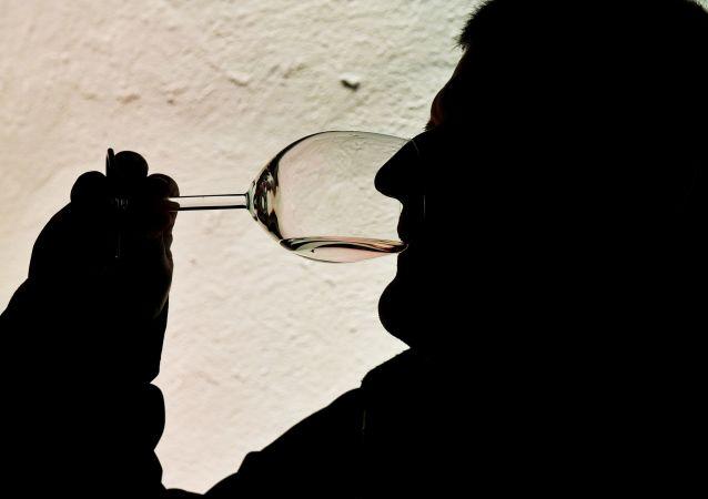 科学家评价酒精与癌症风险的联系