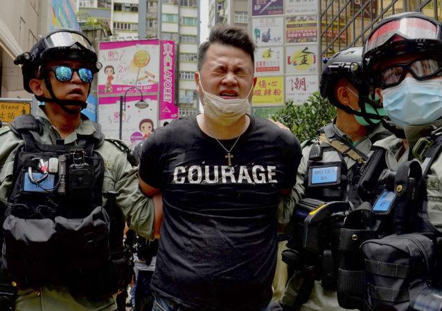 中國政府表示支持香港警方的行動