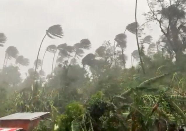 """媒体:台风""""圆规""""在菲律宾造成的死亡人数增至19人失踪增至13人"""