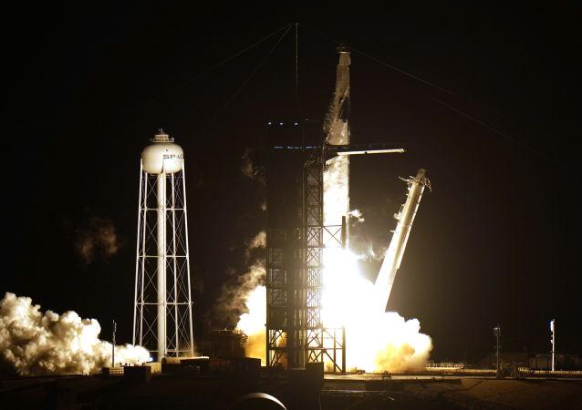 SpaceX公司因天气原因推迟发射龙货运飞船