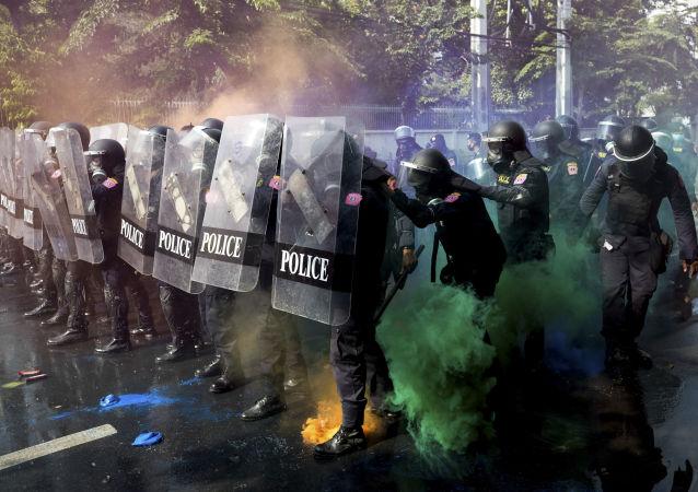 泰国警方对曼谷抗议者使用橡胶子弹