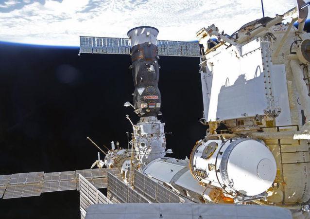 """美航天局:""""进步""""号货运飞船10月22日将与国际空间站""""科学""""号实验舱首次对接"""