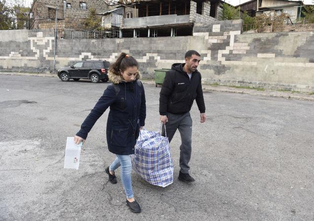 超4.96萬名難民在俄維和人員護送下返回在納卡的家園