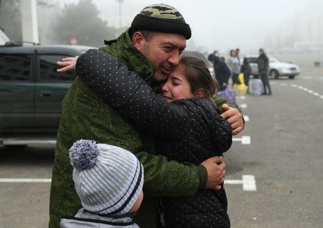 超過5萬難民在俄維和人員陪伴下返回在納卡的家園