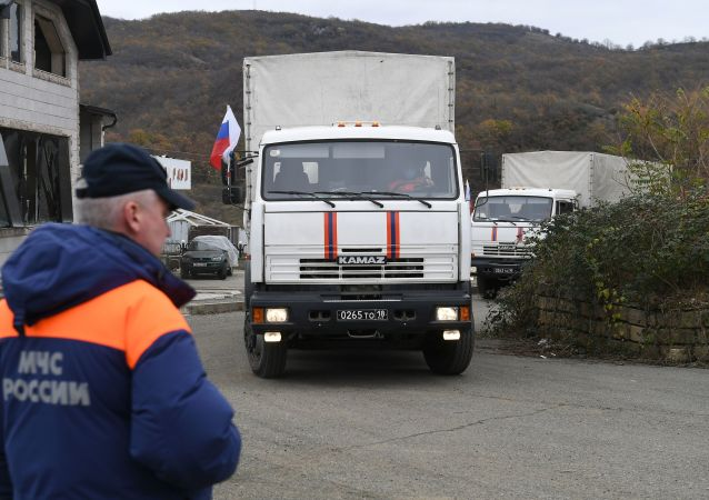 俄维和人员向纳卡聋人协会提供食品援助
