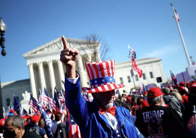 美国现任总统特朗普的支持者在华盛顿