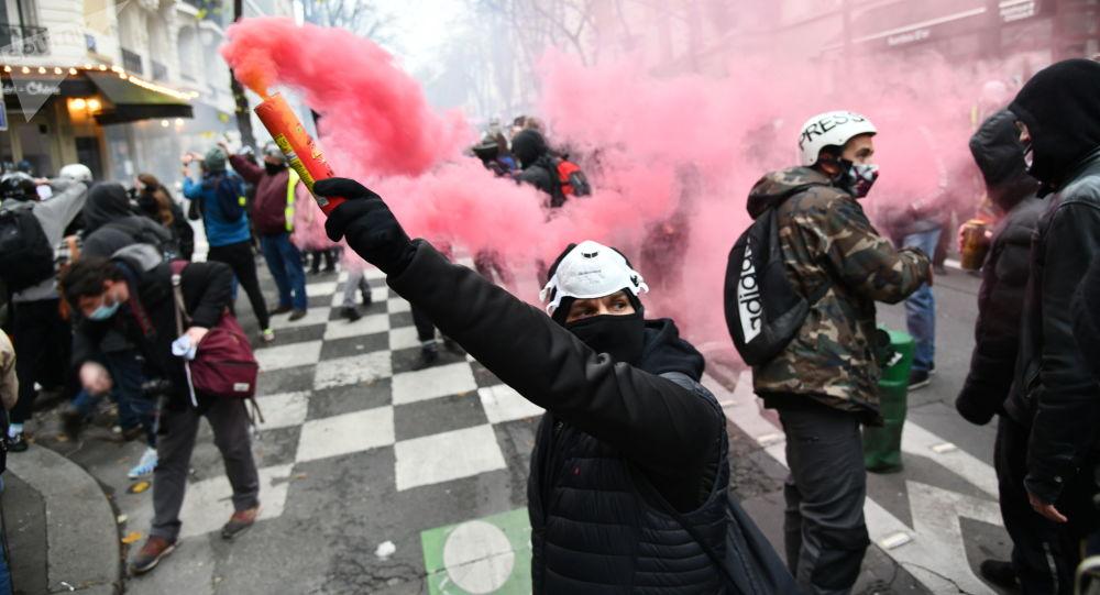 媒體:法國5萬人上街抗議反對限制新聞自由