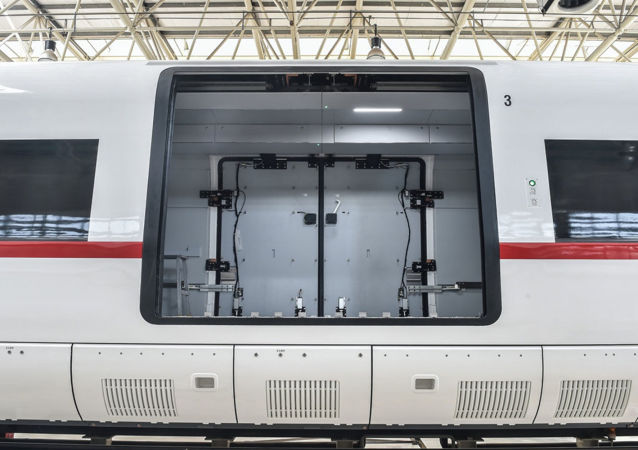 中国研制的时速350公里高速货运动车组正式下线
