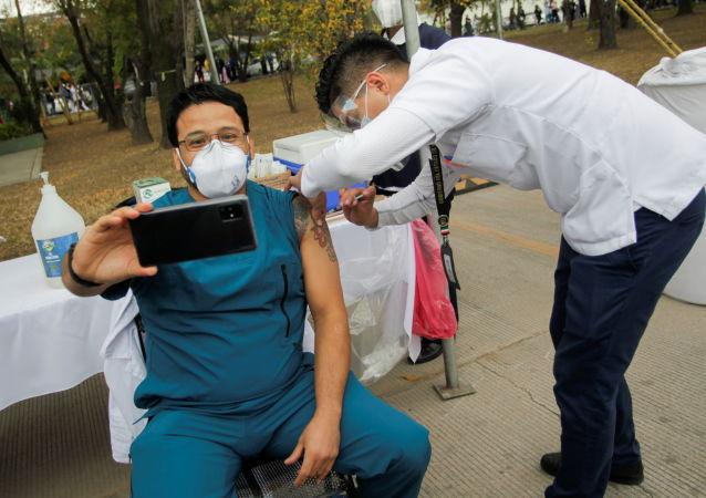 墨西哥衛生部:全國單日60.4萬人接種新冠疫苗