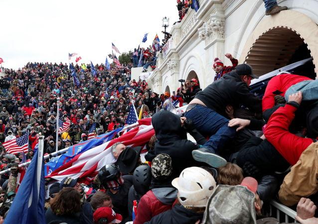 声明:华盛顿市长因骚乱事件将紧急情况延长15天