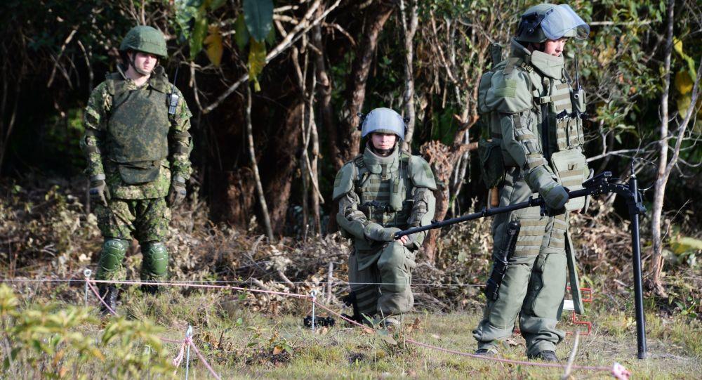 俄軍人在老撾排除200多枚美軍遺留炸彈和炮彈