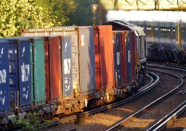 中国铁路集团:中国铁路5月日均发送货物1033.4万吨 同比增长7.9%