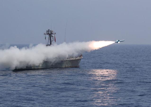 伊朗伊斯兰革命卫队在波斯湾演习