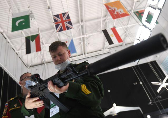 卡拉什尼科夫集团:AK-12在射击密集度上不逊于外国轻武器型号