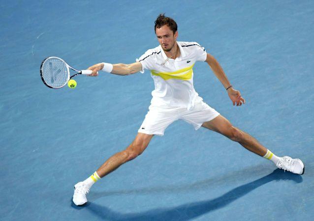 俄网球选手梅德韦杰夫险些在比赛中出现身体状况