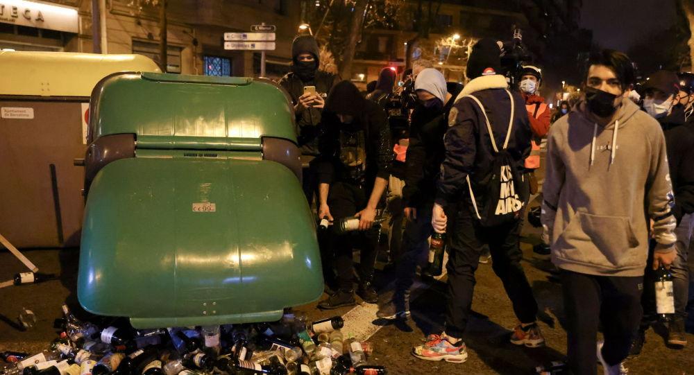西班牙执法机关:至少10人在巴塞罗那骚乱中被捕