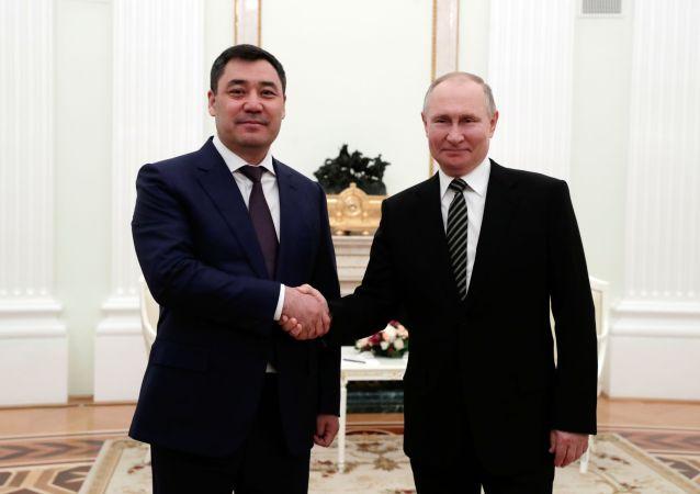 普京與扎帕羅夫 (資料圖片)