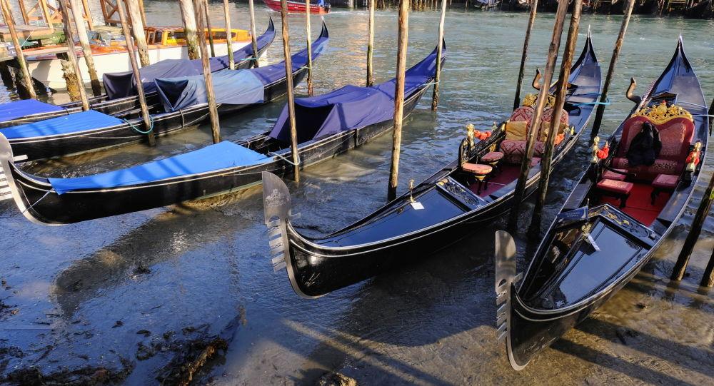 威尼斯迎来疫情以来首艘游轮