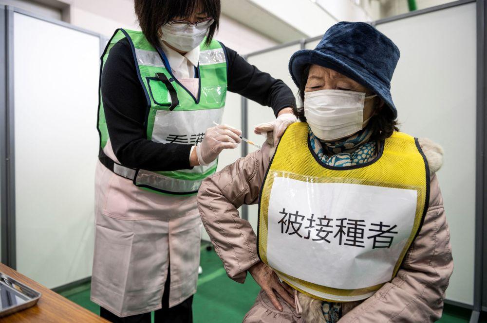 日本川崎县进行新冠疫苗接种演练。