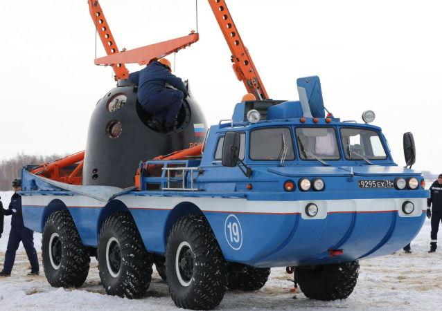 俄中央軍區航空救援人員已完成保障「聯盟MS」飛船發射和著陸的準備工作