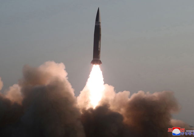朝鲜进行导弹试验