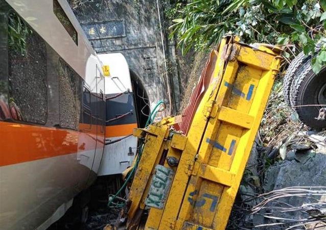 台灣一列「太魯閣號」列車發生脫軌事故