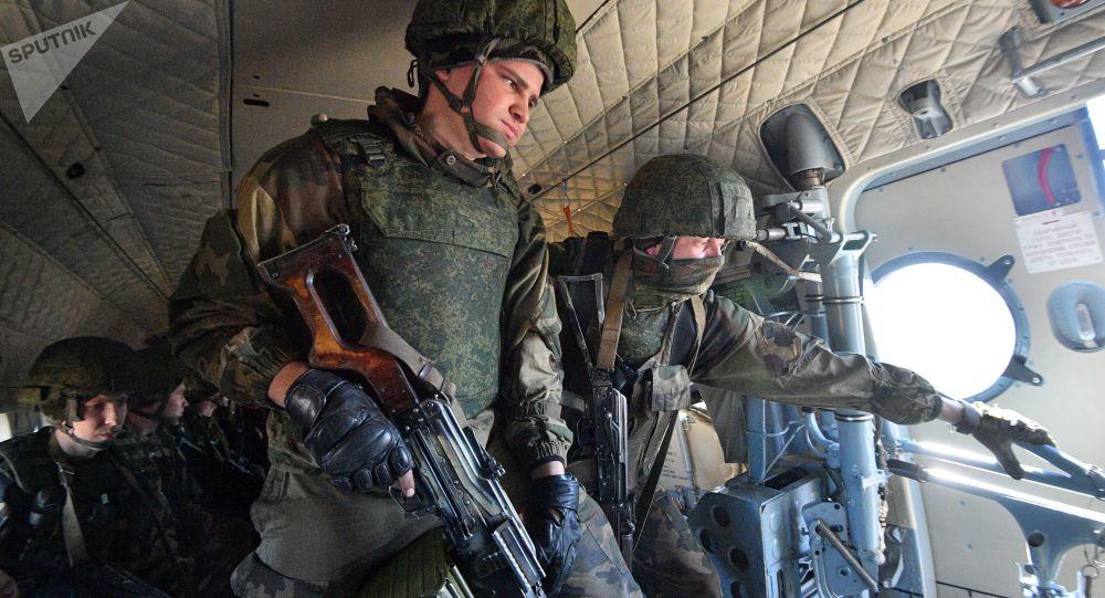 俄外交部表示,在阿富汗局势背景下,俄驻塔吉克斯坦第201军事基地的军人们正在进行计划内和计划外军事演习
