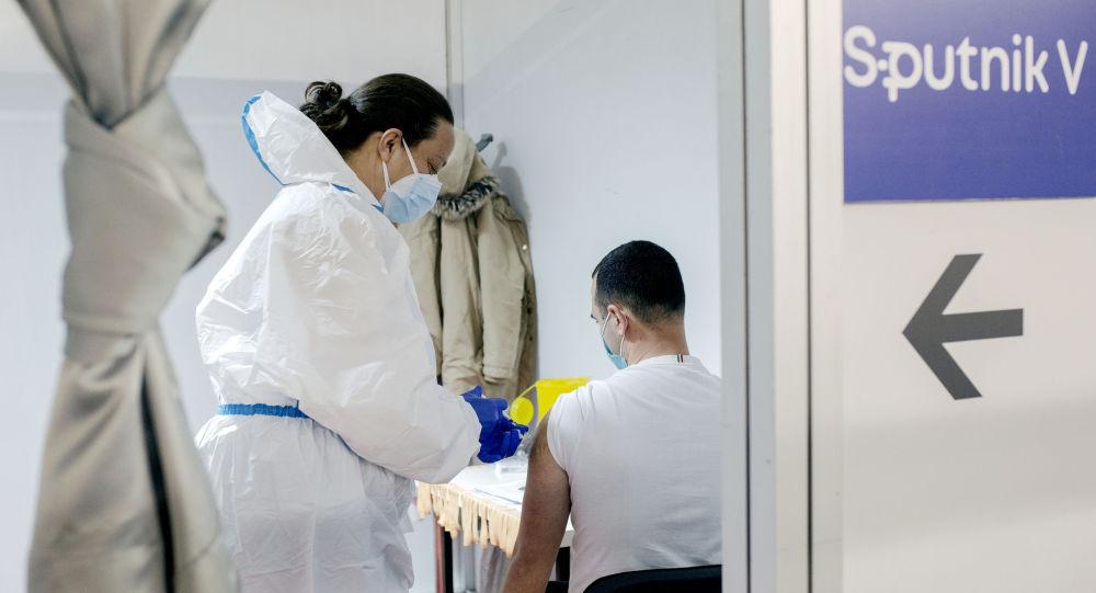人們接種Sputnik V疫苗