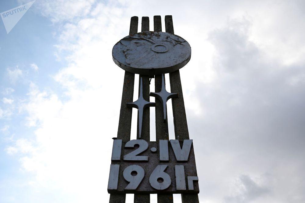 斯摩棱斯克州克卢希诺村公路标识。