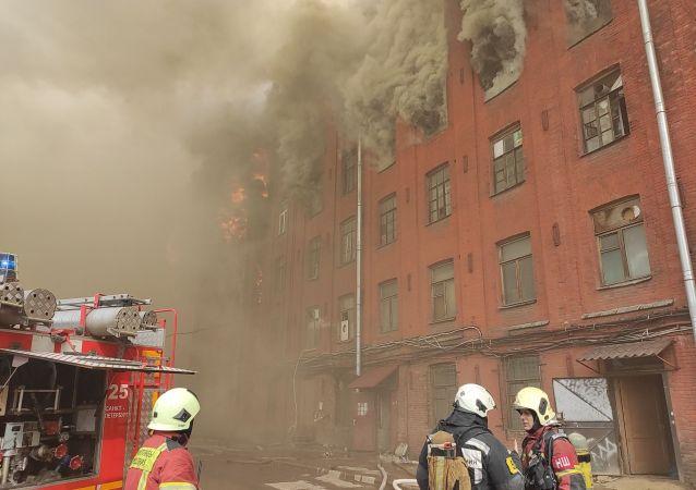 聖彼得堡一家工廠起火 一名消防員在滅火時殉職