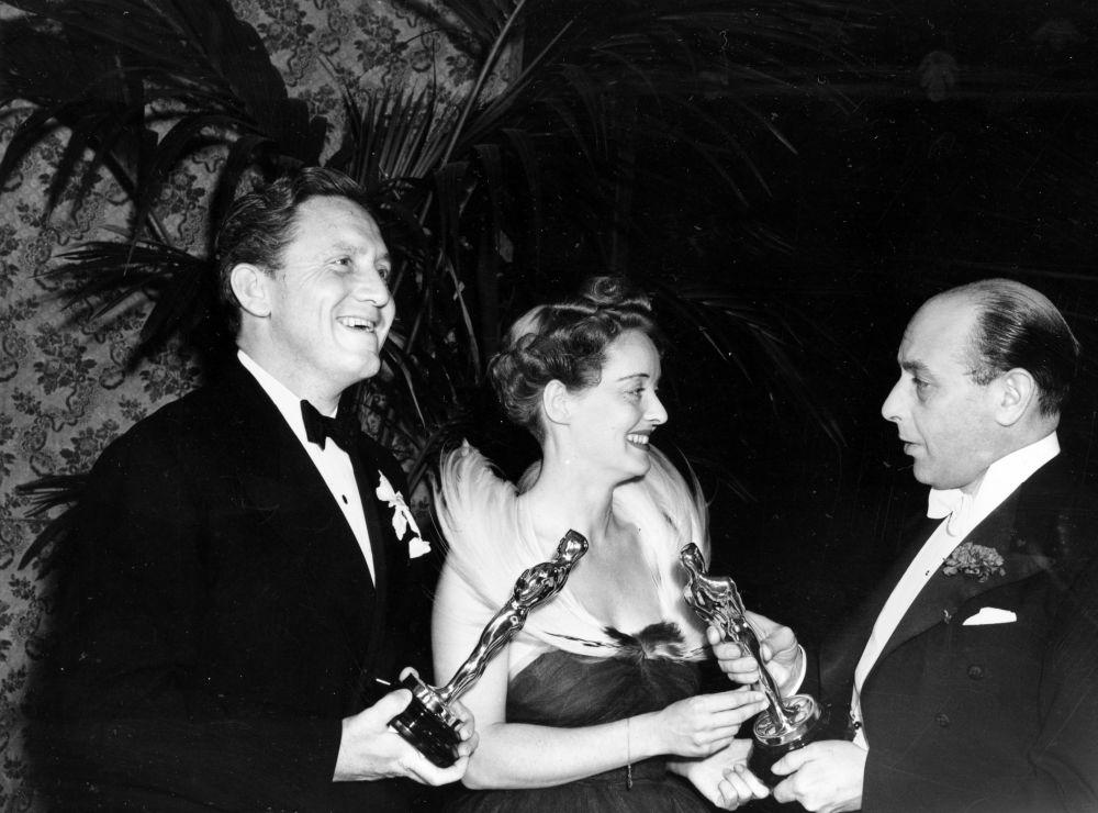 塞德里克·哈德威克參加1938年奧斯卡金像獎頒獎典禮。