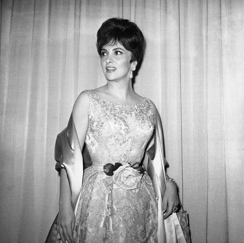 吉娜·羅洛布里吉達參加1961年奧斯卡金像獎頒獎典禮。