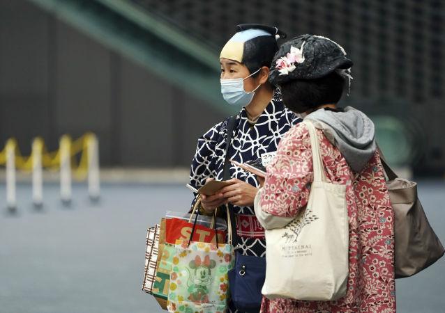 日本近3000名新冠病毒感染者因醫院位置不足在家接受治療
